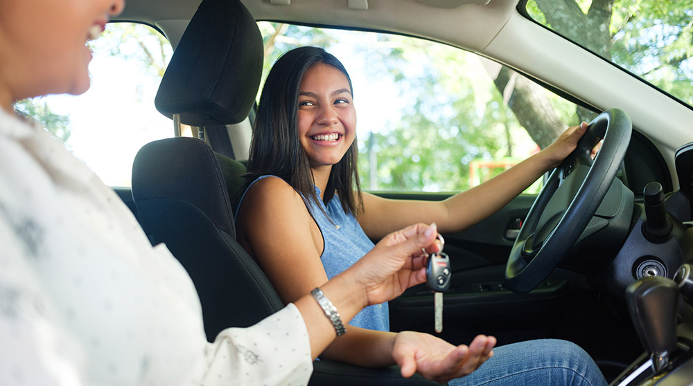 19 safety tips for teen drivers.